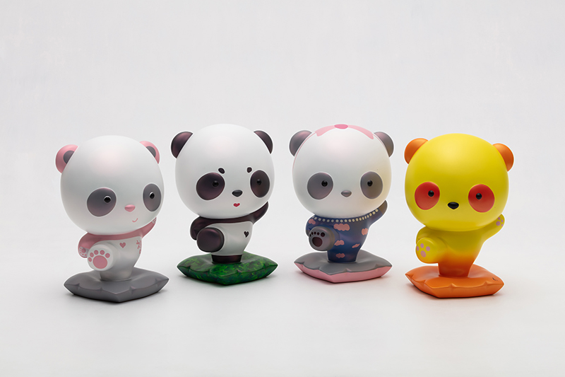 Advancing Panda Fubao with BLACK PINK, 18x16.5x26.5cm, urethane paint on plastic, 2020.jpg
