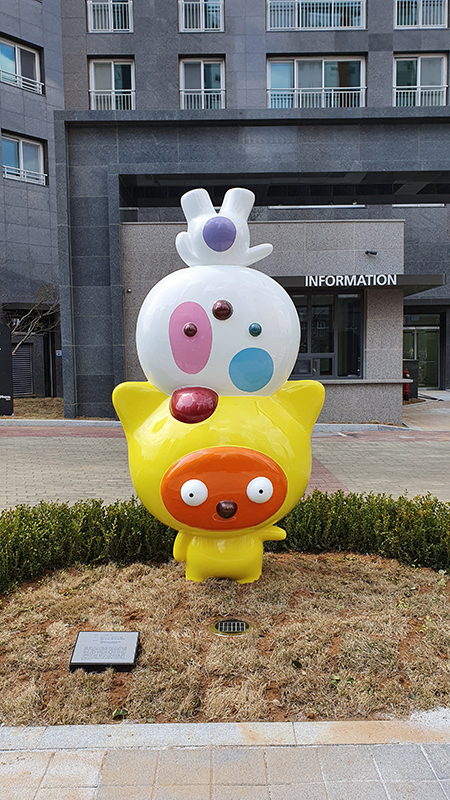 114 How Clo and Odie see the World, 1,300x730x2,500mm, stainless steel, 2020 (Naeane county-Wonju).jpg