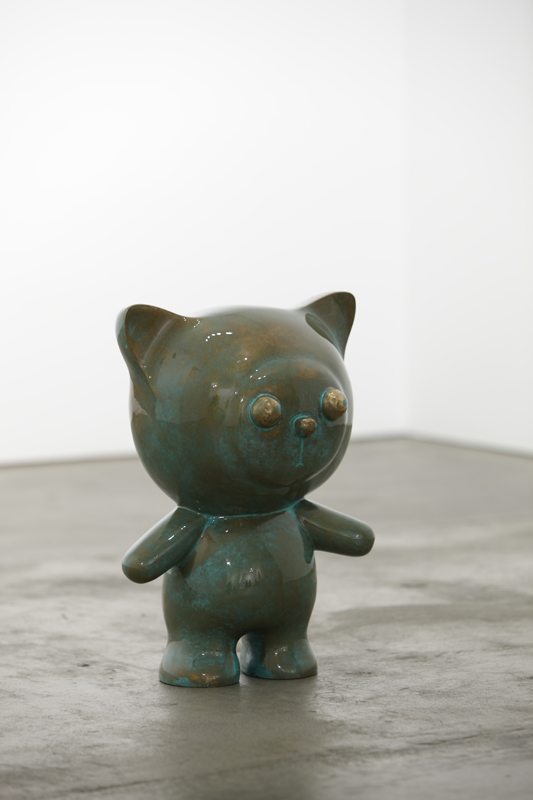 Bronze Clo standing on the green field, 31x23x42cm, car paint on bronze, 2011.JPG