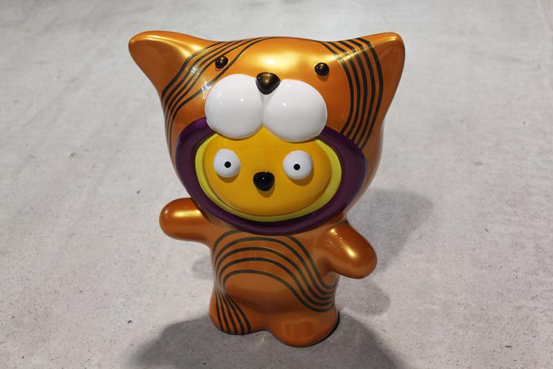Taehee wanna be a Orange Line Tiger, 41x23x46cm, car paint on plastic, 2011.JPG