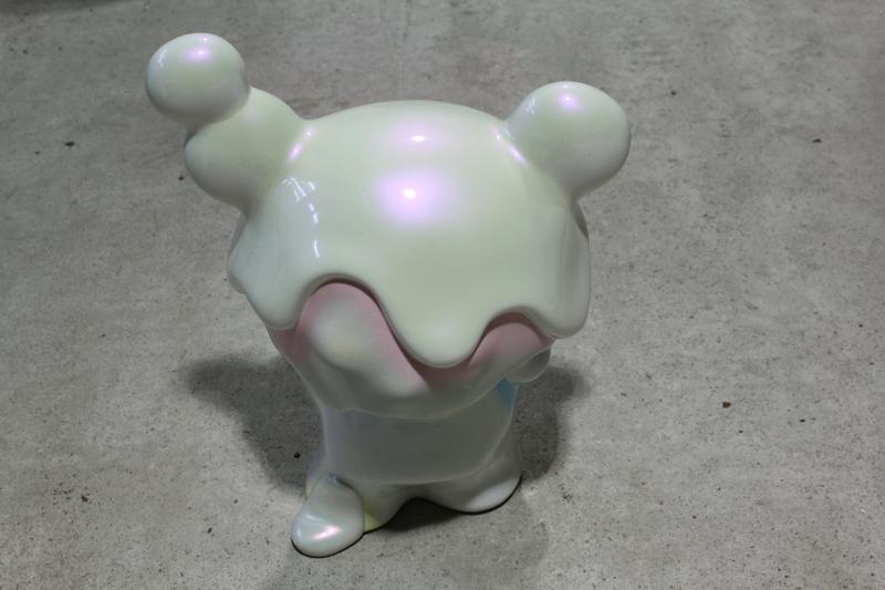 I wanna taste sweet marshmallow, 40x27x52cm, car paint on plastic, 2010.JPG