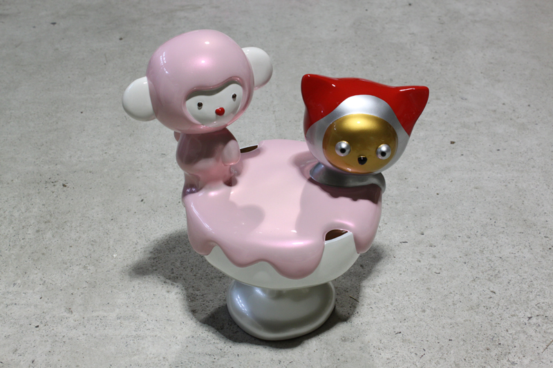 For your pleasant  Pink Cup Cake, 35x24x40cm, car paint on plastic, 2010.JPG
