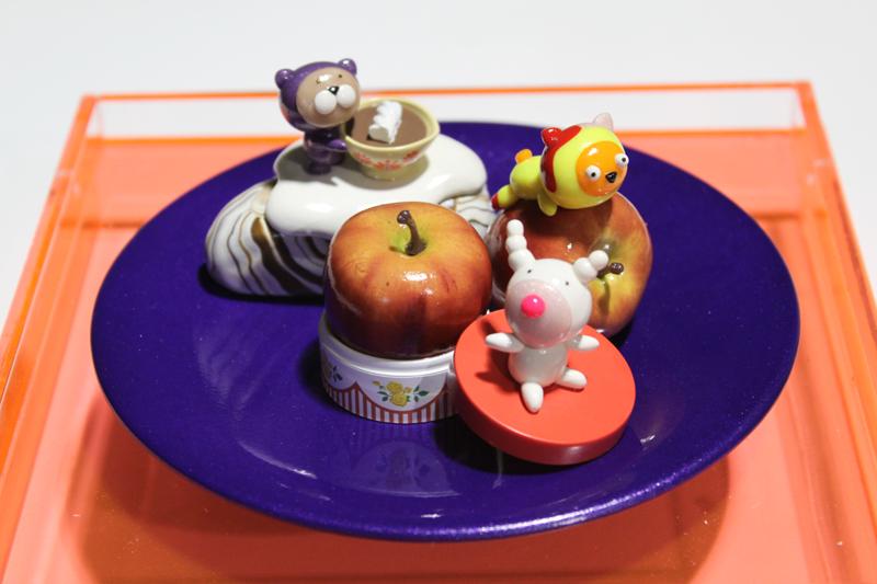 Yummy Cake 09-22, 20x20x18cm, polymer clay, 2009.JPG