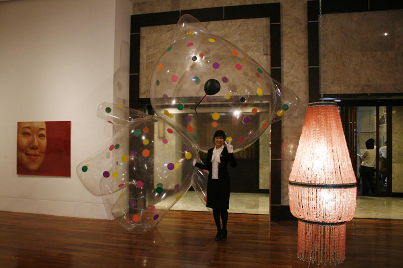 Big Balloon Button Clo No.6, 230x260x400cm, plastic balloon, 2009.JPG