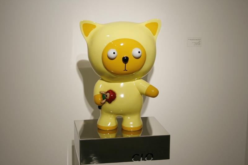 Clo want his pet, 36x27x43cm, car paint on plastic, 2008.JPG