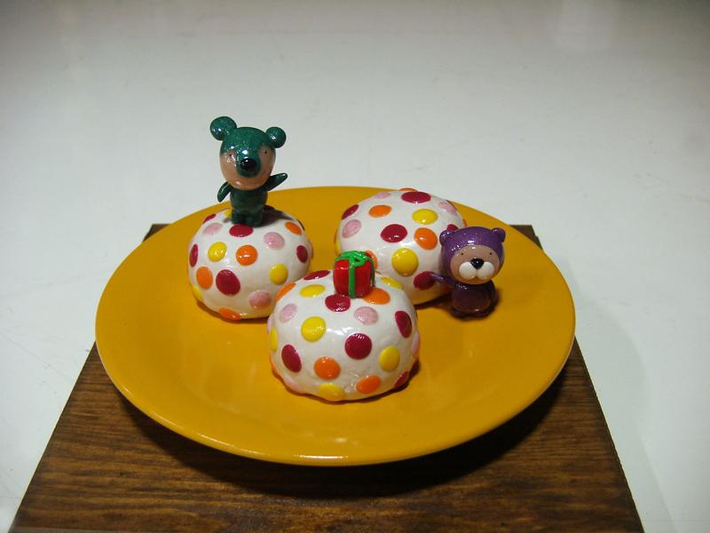 Yummy Cake 07-3, 20x20x18cm, polymer clay, 2007.JPG