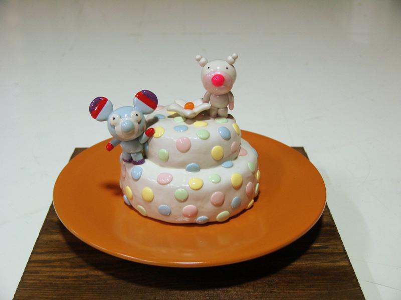 Yummy Cake 07-13, 20x20x18cm, polymer clay, 2007.JPG
