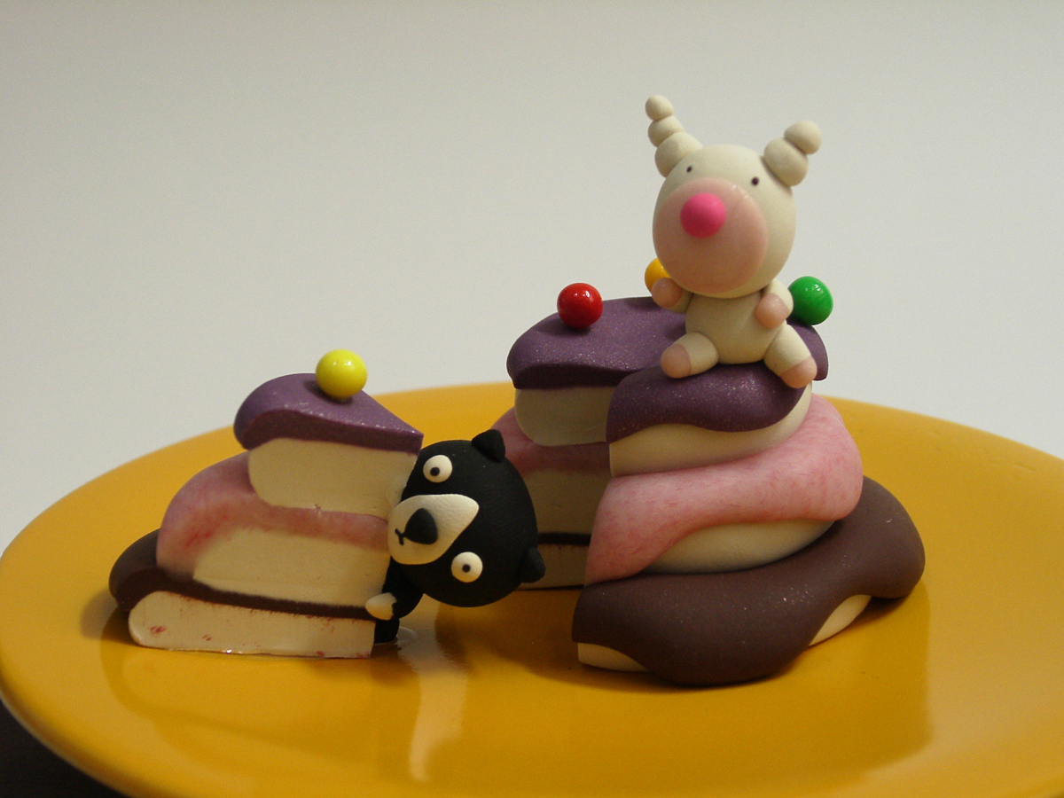 Yummy Cake 06-3, 20x20x18cm, polymer clay, 2006.JPG