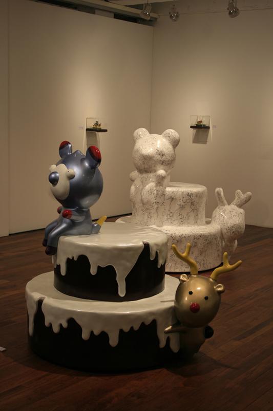 Yummy Cake with Pati&Rudi, 120x110x130cm(each,) car paint on plastic, plaster, korean ink, , 2006.jpg
