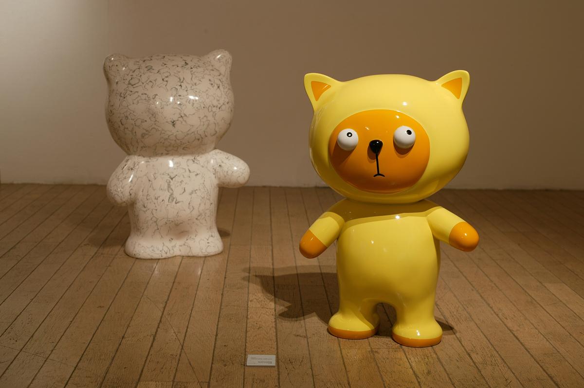 Clo wanna play with you, 45x33x63cm(each), car paint on plastic, plaster, korean ink, 2005.jpg