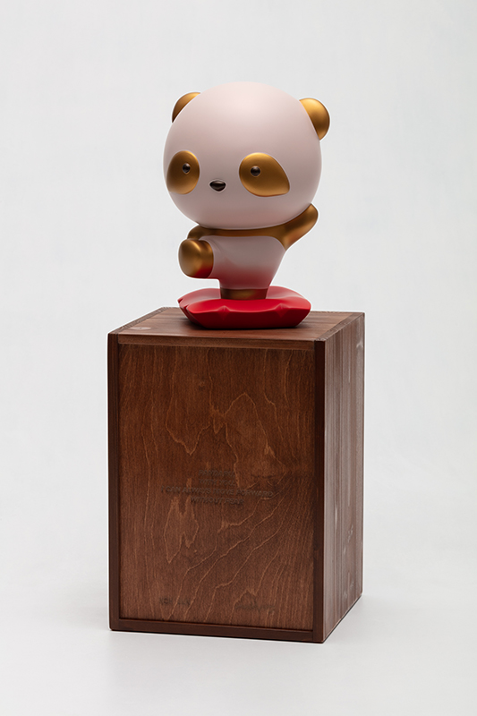 Gold Pandana, with you, I can always move forward without fear, 18x16.5x26.5cm, urethane paint on plastic, 2021 (with box).jpg